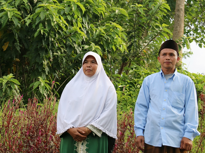 bantam muslim Java is only the fourth largest island in indonesia but contains  padjang, mataram, preanger, cheribon, and bantam all became independent muslim states in java in.